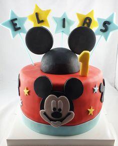 La plus célèbre des souris est de retour ! Mousse Fruit, Mickey Mouse, Birthday Cake, Desserts, Food, Raspberry Cake, Computer Mouse, Birthday Cakes, Meal