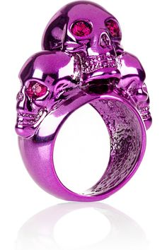 Alexander McQueen Swarovski crystal-embellished skull ring - Off Now at THE OUTNET Skull Jewelry, Jewelry Art, Jewelry Design, Fashion Jewelry, Gothic Jewellery, Skull Rings, Unique Jewelry, Alexander Mcqueen Ring, Skulls And Roses