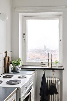 Lundin Fastighetsbyrå - 4:a Norra Guldheden - Vidsträckt utsikt, fungerande öppen spis & balkong i sydväst