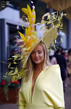 Hats for Women: Hats off at the Royal Ascot slideshow - slid. Kentucky Derby Fashion, Kentucky Derby Hats, Fancy Hats, Cool Hats, Big Hats, Royal Ascot Hats, Royal Ascot Ladies Day, Feather Hat, Crazy Hats