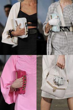 Bolsas com alcinhas pequenas e estratégicas para carregar na mão.