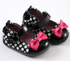 Robeez Mini Shoez Minnie Mouse shoes!!