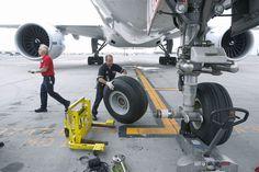 Axial jack. Nose landing gear!