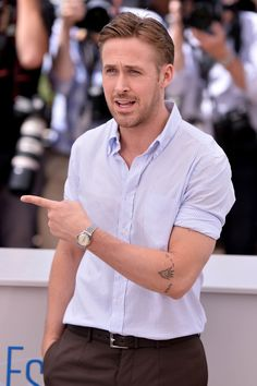 Ryan+Gosling+recently+went+out+and+joined+the+hand+tattoo+club,+with+a+lovely+ode+to+his+daughter+Esme+across+his+knuckles.+And+it+looks+very+cool,+which reminded+us+of+our+duty+to+give+you+examples+that+prove,+when+done+right,+tattoos+can+complement+classic+menswear+just+as+well+as+a+pair+of+Persol+shades. - Esquire.com