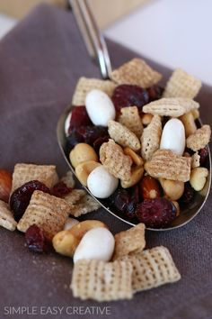 Sweet and Salty Chex Mix Recipe :: This 5 ingredient sweet chex mix will quickly become a family favorite! AND it's make a great gift too! Sweet And Salty Chex Mix Recipe, Appetizer Recipes, Snack Recipes, Chex Mix Recipes, Easy Snacks, Healthy Snacks, Popsicle Recipes, Creative Food, Food To Make