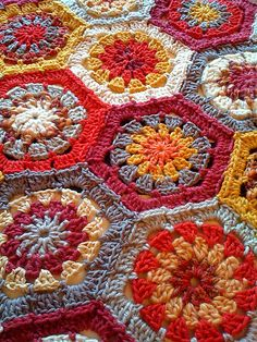 Ravelry: Project Gallery for #36 Hexagon Blanket pattern by Kazekobo (風工房)