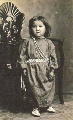 Sac & Fox (Meskwaki) girl near Tama, Iowa - circa 1900