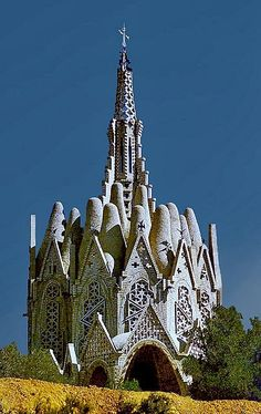In Catalonia (Barcelona, Spain) stands a most unusual church building, designed by Josep Maria Jujol i Gibert, who worked with Gaudi on many projects. Church Architecture, Beautiful Architecture, Ancient Architecture, Classical Architecture, Antoni Gaudi, Old Churches, Catholic Churches, Amazing Buildings, Unusual Buildings