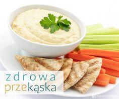 Planujecie spędzić wieczór oglądając film? Przygotujcie zdrową przekąskę! Hummus z warzywami i chrupkim pieczywem lub plackami razowymi będzie idealny! Przyjemne z pożytecznym :)  #zdrowie #odżywianie #hummus #dieta #przekąska #pyszne #warzywa #health #healthy #snack #vegetables #carrot #leak #celery