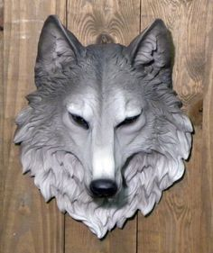 This giant remus wolf head sculpture is a great way to decorate your home or…