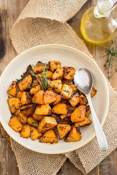 These Greek Style Oven Roasted Rutabaga are so good, so creamy, so tasty, they'll make your forget all about regular white potatoes. Best Side Dishes, Side Dish Recipes, Low Carb Recipes, Healthy Recipes, Vegetable Recipes, Vegetarian Recipes, Vegetable Dishes, Roasted Rutabaga, Rutabaga Recipes