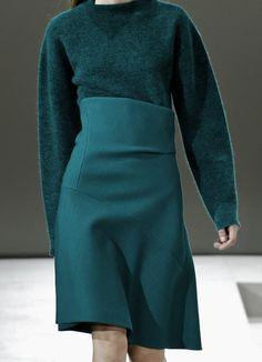 balenciwanga: Jil Sander Fall/Winter 2014 - studio Love the shaped panels for this fitted skirt. Only Fashion, High Fashion, Fashion Brands, Winter Fashion, Fashion Looks, Monochrome Fashion, Minimal Fashion, Jil Sander, Stylish Outfits