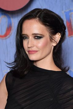 "Eva Green - ""Dumbo"" Paris Gala Screening at Cinema Le Grand Rex in Paris Eva Green Style, Outfits and Clothes. Eva Green, Celebrity Makeup Looks, Celebrity Beauty, Celebrity Photos, Le Grand Rex, Soft Bangs, Royal Blue Gown, Lisa Eldridge, Peach Blush"