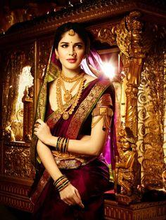 Traditional Bridal sari -Wow,she looks like a royal queen Marathi Bride, Marathi Wedding, Wedding Bride, Wedding Lenghas, Wedding Wear, Wedding Bells, Wedding Stuff, Dream Wedding, Mehndi