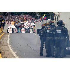 Por @miguelgutierrezphoto -  Opposition demonstrators clash with Bolivarian Guard in Caracas Venezuela 03 May 2017. Venezuela's Bolivarian National Guard (GNB) used tear gas to keep opposition demonstrations from reaching the center of the Venezuelan capital.  #caracas #Venezuela #photojournalism #freedom #democracy #photo #latinamerica #journalism #clash #protest #military #streetsstyle #work #city #Streetleaks #burnmagazine #streetart #insta #photooftheday #lensculturetalent…