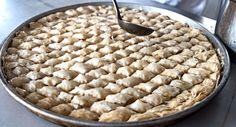 Μπακλαβάς Λευκός με Αμύγδαλα (Bademli Beyaz BαkΙava) Apple Pie, Desserts, Food, Tailgate Desserts, Deserts, Essen, Postres, Meals, Dessert