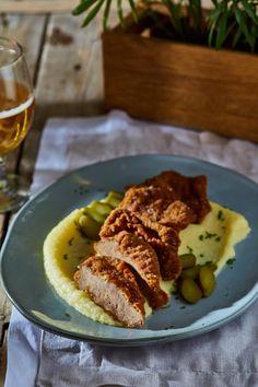 Rántott borjúmáj zelleres krumplipürével | Street Kitchen Cheddar, Kentucky, Steak, Food, Drink, Lasagna, Beverage, Cheddar Cheese, Essen