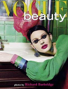 Vogue Italia Beauty September 2012 : Patricia van der Vliet by Richard Burbridge Vogue Magazine Covers, Fashion Magazine Cover, Fashion Cover, Vogue Covers, Fashion Shoot, Editorial Fashion, Walt Disney, Richard Burbridge, Color Style
