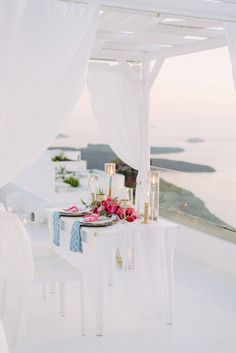 The bride and groom packed their bags and secretly took off to Santorini for this beautiful and inimate destination elopement. Dripping with fuchsia & pink peonies and roses, you will fall in love with every GORG detail Wedding Reception Decorations, Wedding Receptions, Wedding Vendors, Wedding Ideas, Reception Ideas, Wedding Inspiration, Smoking Azul, Round Wedding Tables, Table Setting Inspiration