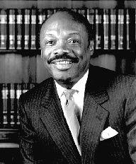 Willie Brown defeats incumbent mayor Frank Jordan to become 1st African American mayor of San Francisco (December 12, 1995)