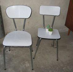 2x hip formica stoeltje wit retro Brabantia stoelen stoel. Online bij BlijeSpullen.nl :) Amersfoort