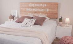 Llevo meses dándole vueltas a como decorar la pared principal de mi dormitorio, y aún no me he decidido, tengo que comentar que la cama de matrimonio no tiene cabecero, así que se me ocurre buscar ...