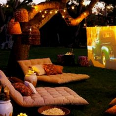 DIY Chic Outdoor Movie Night