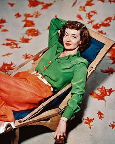 Bette Davis looking stellar in vibrant hues of tangerine and kelly green, 1940. #vintage #1940s #actress #movies #orange #green