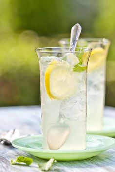 Old Fashioned Classic Lemonade Recipe - True Southern Hospitality | Return to Sunday Supper