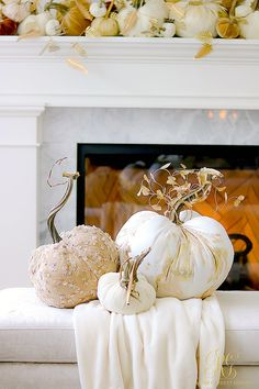 Christmas Place Setting Ideas for the Perfect Christmas Table Love Decorations, Gold Christmas Decorations, Thanksgiving Decorations, Halloween Decorations, Thanksgiving Ideas, Holiday Ideas, Decor Ideas, Halloween Mantel, Fall Halloween