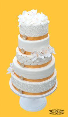 5 emeletes esküvői torta, cukorvirágokkal