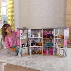 ¡Es hora de jugar a las casitas! La Casa urbana contemporánea de lujo ofrece a los niños 3 pisos y 12 amplias y contemporáneas habitaciones para jugar y decorar.