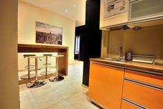 Jadalnia i kuchnia w apartamencie kremowym http://www.rainbowapartments.pl/apartament-kremowy/