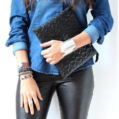 Les envies du jour sur www.lestrouvaillesdelsa.fr  Pochette Gianlisa, Bague Farro, Bracelets Vanessa Dee/Harpo/Initiales P.P.