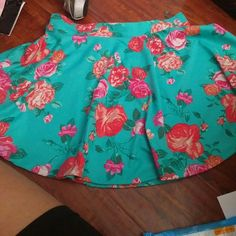 Floral circle skirt Ambiance apparel skirt like new  Great for summer coming up Ambiance Apparel Skirts Circle & Skater