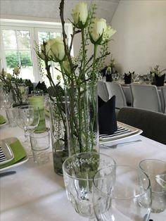 Bordpynt til konfirmation i hvidt Buffet, Glass Vase, Table, November, Wedding, Inspiration, Decoration, Home Decor, Casamento