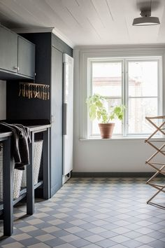 Black cabinetry in the laundry room with checkered floor tile + large window in the laundry + open storage with baskets Pantry Laundry Room, Laundry Room Inspiration, Painted Floors, Southern Homes, Modern Kitchen Design, Floor Design, Kitchen Flooring, Interior Design Inspiration, Home Decor Accessories