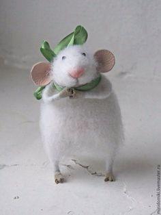 Felted mouse / Игрушки животные, ручной работы. Ярмарка Мастеров - ручная работа. Купить Мышонок с зеленым бантиком.. Handmade. Белый, миниатюрный