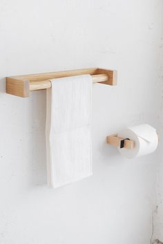 Wood Projects That Sell, Small Woodworking Projects, Diy House Projects, Towel Holder Bathroom, Bath Towel Sets, Bath Towels, Diy Dollhouse, Dollhouse Furniture, Diy Clothes Hanger Rack