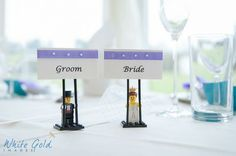 Cute bride and groom Lego minifigure place card holders. (via www.whitegoldimages.co.uk)