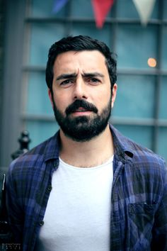 I want a lace wig, false eye brows, moustache and beard made of this guy's hair and facial hair. That would be such a hot looking disguise. Beards And Mustaches, Moustaches, Perfect Beard, Beard Love, Beard Styles For Men, Hair And Beard Styles, Hairy Men, Bearded Men, Oscar 2017