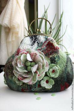 Beautifully made ~ Сумка валяная. Яблоневый цвет - мятный,яблоня,яблоневый цвет,ранетки,сумка женская