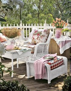 white wicker on terrace deck with white spindles on fence posts Porch And Terrace, Terrace Decor, Outdoor Rooms, Outdoor Living, Outdoor Furniture Sets, Outdoor Decor, Provence Garden, Provence Style, Cottage Porch