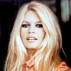 Brigitte Bardot's Changing Looks Brigitte Bardot – 1970 – Brigitte Bardot – Transformation – Hair – InStyle Mary-Kate Olsen's ChanginZendaya's Best Beauty TraGet that Celebrity Look Bridgitte Bardot, Vintage Hairstyles, Cute Hairstyles, Beautiful Celebrities, Most Beautiful Women, Simply Beautiful, Marilyn Monroe, Pelo Vintage, 70s Hair