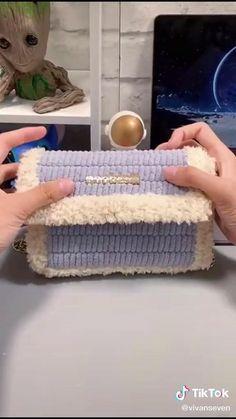Diy Crochet Bag, Crochet Bag Tutorials, Diy Handbag, Diy Purse, Diy Bags Purses, Diy Bags No Sew, Canvas Purse, Canvas Bags, Diy Crafts For Gifts