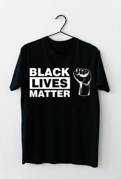 Black Lives Matter. Stoppt den Rassismus auf unserer Erde und spreaded diese Nachricht mit diesem T-Shirt, dass sich auch optimal als Geschenkidee entpuppt. #BLM #BlackLivesMatter #ALM #AllLivesMatter #Antirassismus #georgefloyd Mens Tops, Black, Design, Fashion, Heather Grey, Earth, Kleding, Moda