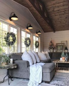 18 Cozy Farmhouse Sunroom Design Ideas
