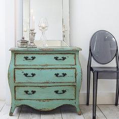 Shabby Chic Painted Furniture Ideas | shabby-chic-green-dresser