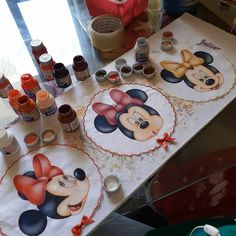 Mickey Y Minnie, Minnie Mouse, Acrilic Paintings, Painted Rocks, Tea Time, Cool Photos, Embroidery, Cool Stuff, Disney