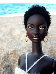 """hersheywrites: """"rudegyalchina: """"I'm in love """" Thank you to whoever made me into a Barbie doll. Barbie I, Black Barbie, Vintage Barbie Dolls, Barbie World, Barbie And Ken, Barbie Gowns, African Dolls, African American Dolls, Afro"""